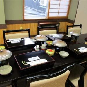 渓山亭 朝食はテーブル席