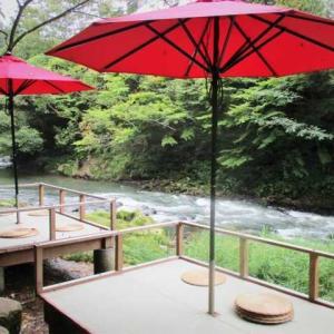 「あやとりはし」と鶴仙渓の川床