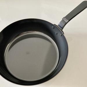鉄フライパンを使い始めました。