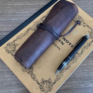 おすすめの味わい深い本革製のロールペンケースをレビュー
