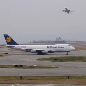 関西国際空港 撮影日2002年11月15日-5 ルフトハンザカーゴ B747ー200F D-ABZI