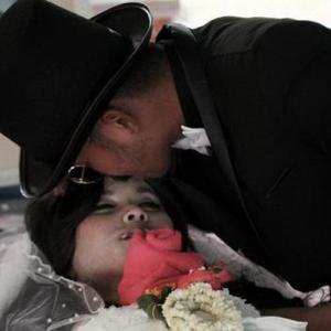 【愕然】嫁の葬儀に嫁の愛人が来た。愛人「最後にキスさせてください」→知らないのは俺だけだった...