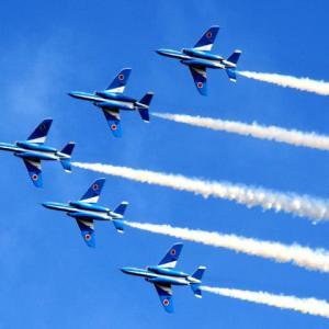 【11/3】ブルーインパルスの迫力満点高速曲芸航空ショー&「航空自衛隊入間基地」入場見学バスツア