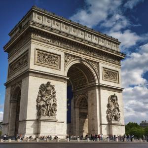 【フランス・パリ】エトワール凱旋門の見どころや営業時間を紹介 上に登ればパリの街並みを一望できます