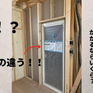 建築中に気が付いた「お風呂のドア枠の色違い」。これって変更は可能?