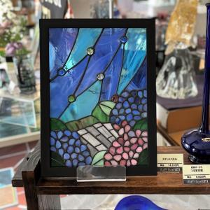 紫陽花のステンドガラスのパネルです。