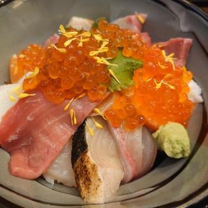 魚源(西舞鶴店)でコスパ良すぎる海鮮丼(並)を食す!