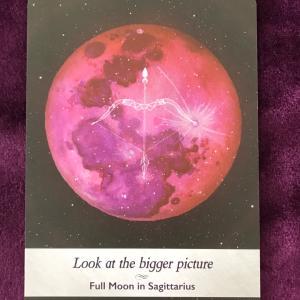 射手座満月で皆既月食の今日。慣れ親しんだものと決別して新たな冒険の旅に出よう。