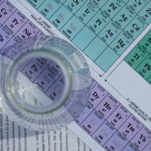 信越化学工業、先日も好調だと思ってましたが、もう一段上がるとか。