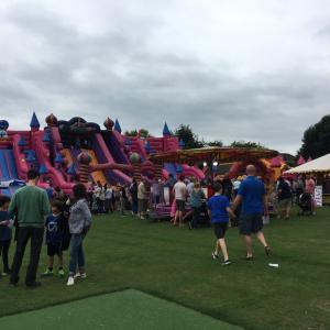 イギリス初夏の始まりはFun Fairへ!!