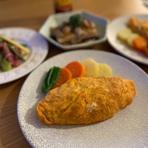 オムレツ/豆腐ステーキ/赤オクラのサラダ