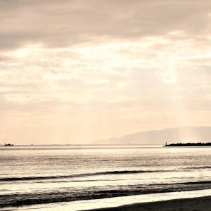 【写真AC】新しい写真「天使のはしご」を投稿しました。秋の海をお散歩♪