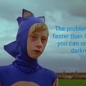 光よりも速いということは、暗闇の中でしか生きられないということです。  闇