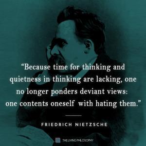 """""""考える時間と考える静けさが欠けているので、人はもはや逸脱した意見を考えることはなく、それを嫌うことで満足する。"""