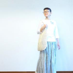 白いボートネックのカットソーとリネンのギャザースカート~