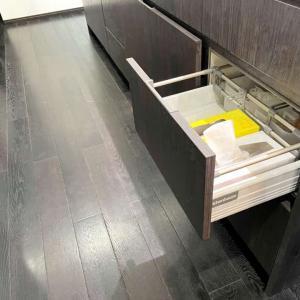ティッシュボックスは引き出しの中に収納。[定位置化するミニマリストの暮らし]