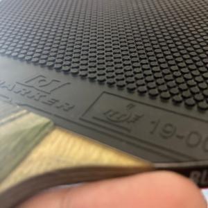 表ソフトカットマンのラバーの厚さは?