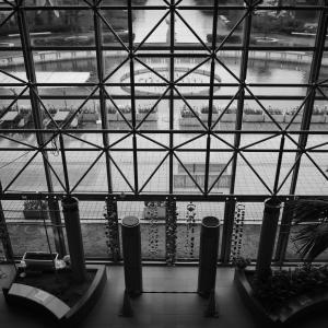 新型コロナで人がいなくなったハイブ長岡で無機質なスナップ写真