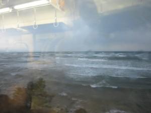普通の雨なのに電車が遅れるのはなぜ?