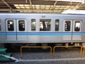 東京メトロ東西線が6扉じゃなくてワイドドアなのはなぜ?