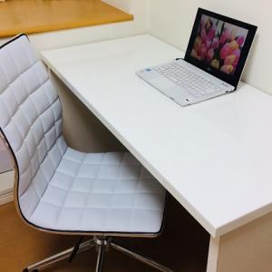 白いおしゃれなデスクチェア|サンワ 『シンプルデザインチェア』と『ウレタンキャスター』
