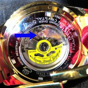 機械式時計を手に入れて気付いた魅力その② こっそり宝石が埋め込まれている