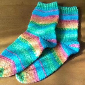 ソックヤーンで靴下を編みました!6plyは太めで編みやすいですよ。