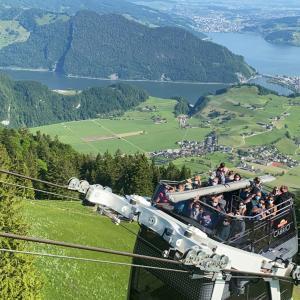 🇨🇭10種類の乗物に乗って絶景を見る週末旅行1日目前半〜面白ロープウェーで行くStanserhorn(シュタンザーホルン)と登山鉄道で行くRigi Kulm(リギクルム)、絶景ランチの旅