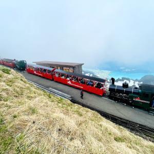 🇨🇭10種類の乗物に乗って絶景を見る週末旅行2日目〜スイス唯一の定期運行、ブリエンツ・ロートホルン鉄道の蒸気機関車に乗って美しい景色を見て、アイスクリームを食べまくった話