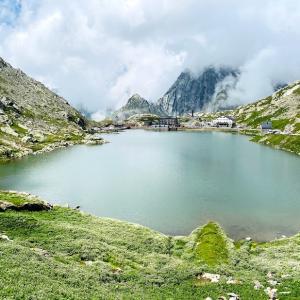 🇨🇭ワクチン証明ゲット後の週末旅行2日目前半〜また国境!(笑)スイスとイタリアを結ぶアルプスの峠Great St Bernard Pass (グラン・サン・ベルナール峠)を越えた朝