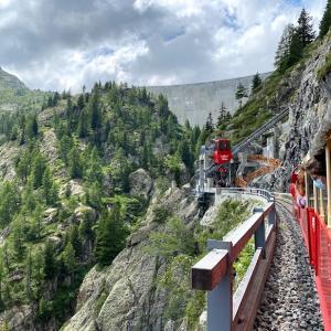 🇨🇭ワクチン証明ゲット後の週末旅行2日目後半〜3つの乗り物を乗り継いで行く美しいダム「Lac d'Emosson (エモッソン湖)」