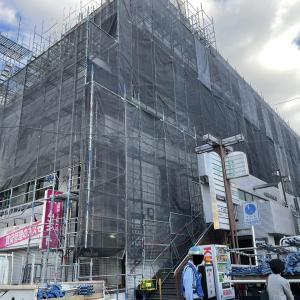 香里南之町のマンションが外壁工事中。警備員も動員するほどの大規模な工事
