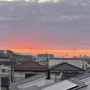 雲と空が一直線だった今日の夕方の空模様 【寝屋フォト】