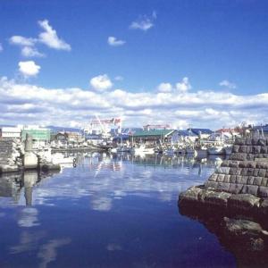 函館漁港船入間防波堤