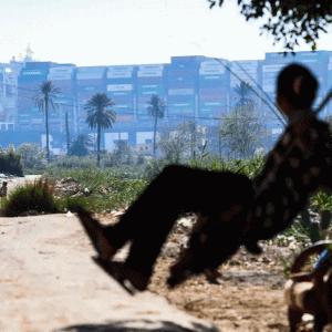 スエズ運河再開の希望は潮の満ち引き