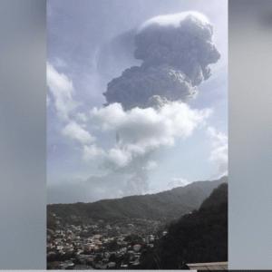 速報】セントビンセント島で火山噴火 40年ぶり