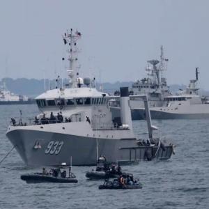 インドネシア海軍の潜水艦、消息不明