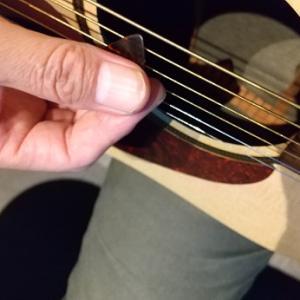 【カラオケ通い】ギターは高校時代レベルにやっと。