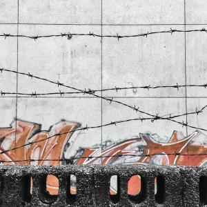 万年塀の作り替え時が境界確定のチャンス