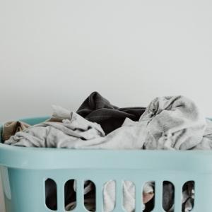 【整理】洗濯物を散らかすくらいなら、洗濯カゴを何カ所かに置け