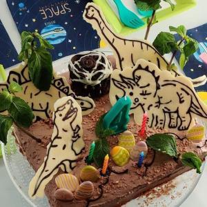 息子4歳のバースデーパーティーと恐竜ケーキ☆