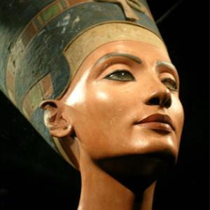 女性の美の追求は、本能らしい。。クレオパトラは?