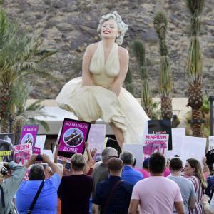 戻ってきた巨大マリリン像、物議醸す 米加州
