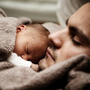 【パパ寝かしつけ定着】新生児期から意識してきたこと5選