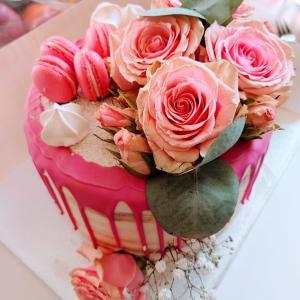 【スイス】花束の様に美しいデコレーションケーキで誕生日をお祝い