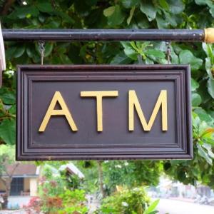 ATMの手数料は払わない(絶対)