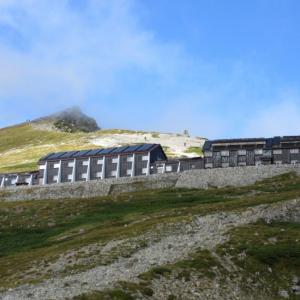 【白馬岳~Vol.1】日本最大規模の「白馬大雪渓」を登り切り、日本最大級の「白馬山荘」に宿泊
