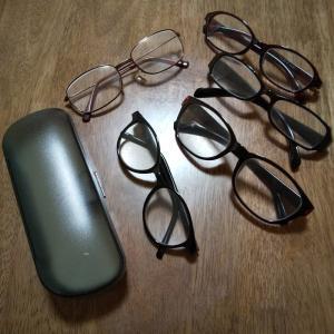 100均の老眼鏡が家や職場のあちこちに・・・。