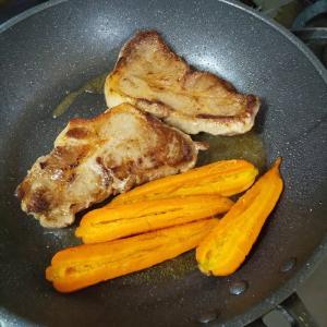 豚肩ロース肉とニンジンのソテー トマトのビネガーソース