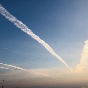 不思議な飛行機雲